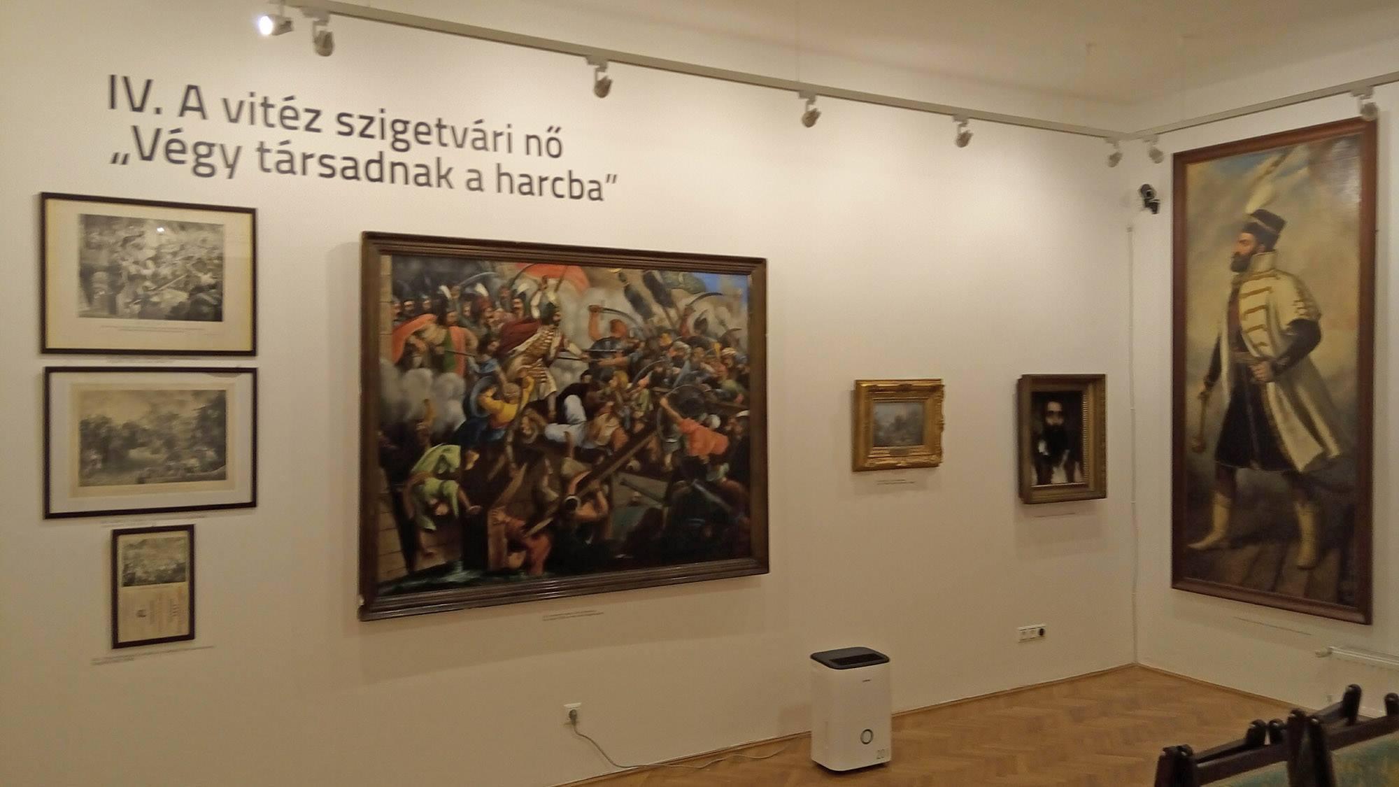 A feladat része volt az értékes festmények installálása