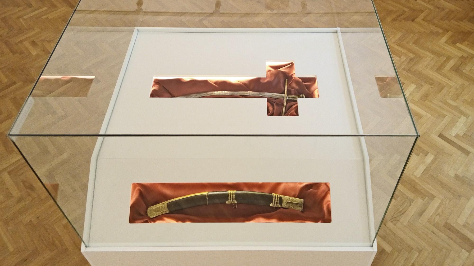 Egyedi tároló Zrínyi kardjához
