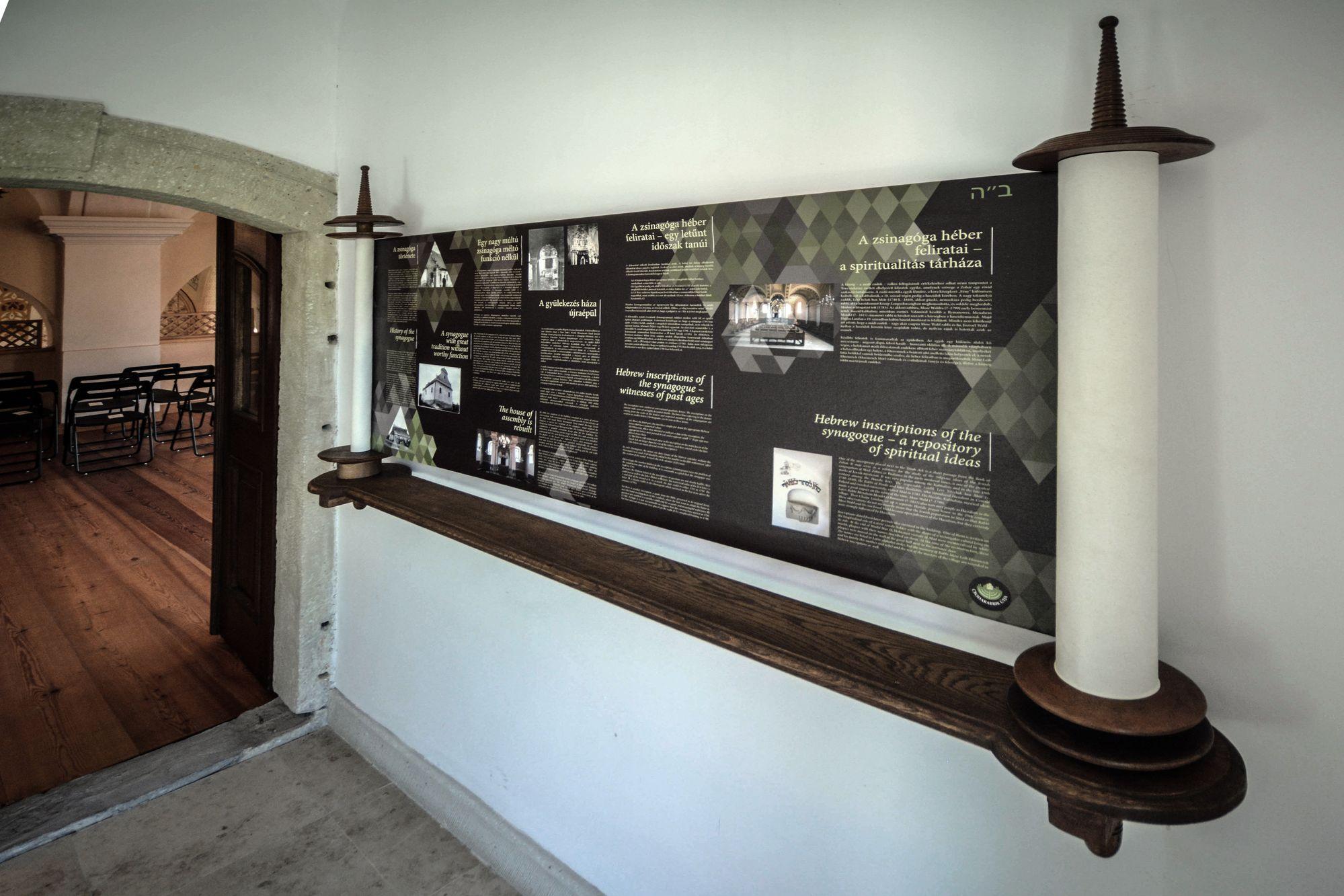 A zsinagóga története tóra tekercsbe foglalva