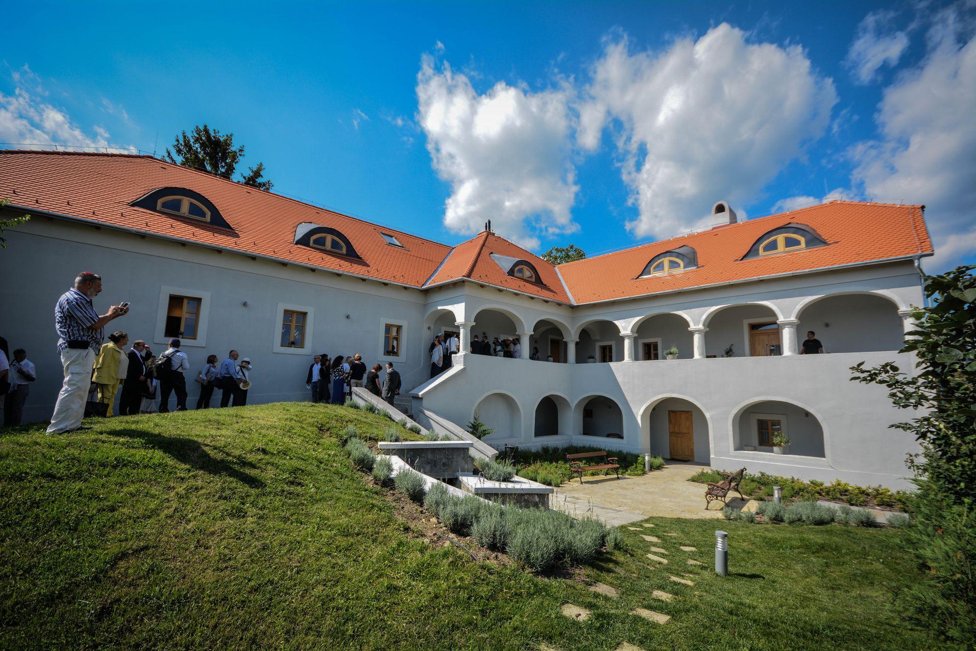 A megújult rabbinevelő ház