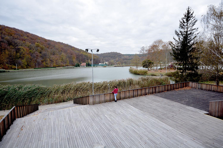 megtekinteni a kilátást az Orfűi-tóra.