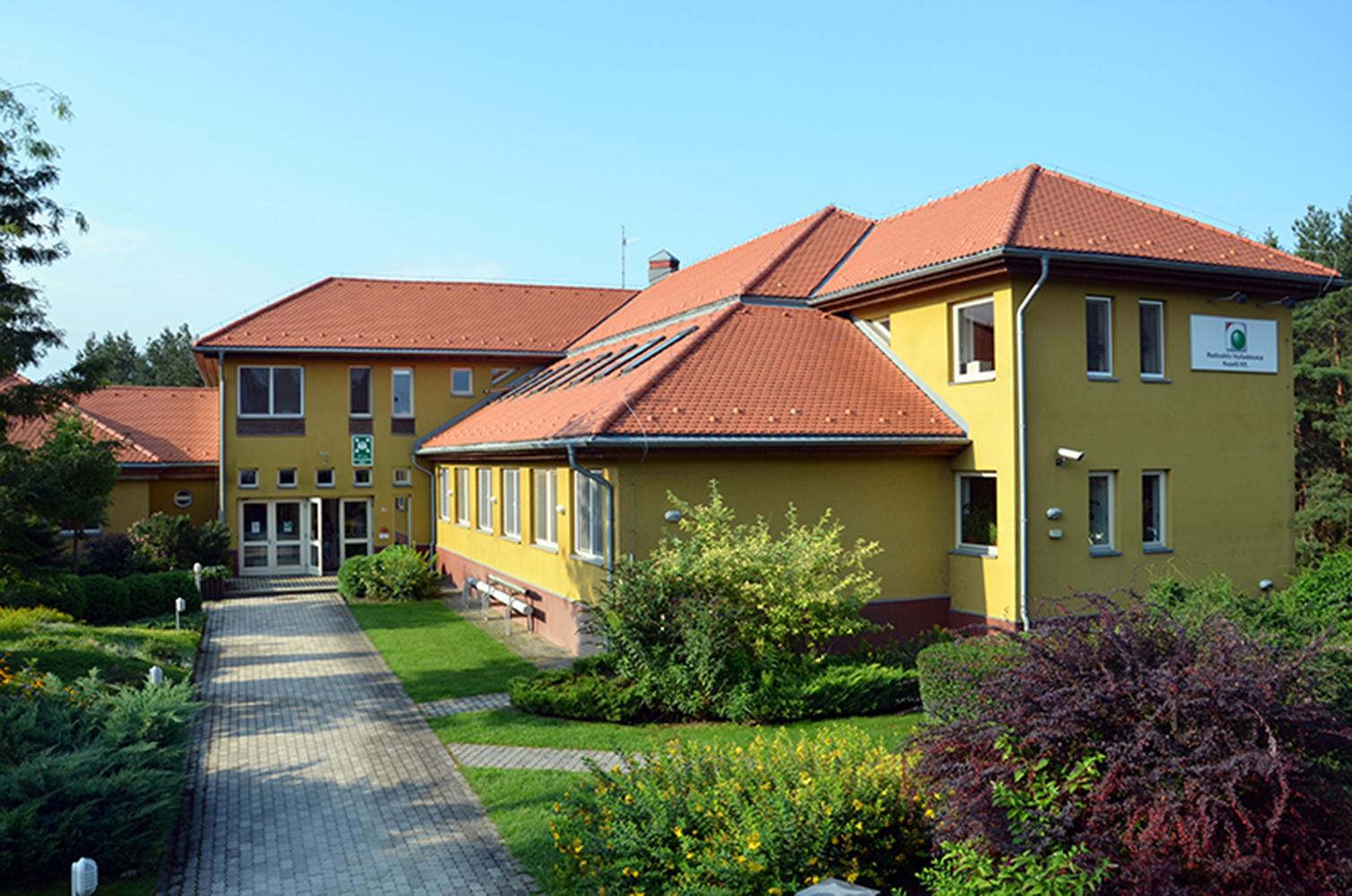 A látogatóközpont és az Rhk paksi irodája