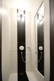 Zuhanykabin lett a WC-ből