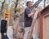 Nem csak pózoltunk, de azért dolgoztunk is. A fa tartószerkezetek elkészítése is a munka részét képezte.