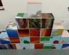 Forgatható kocka kirakó játék.