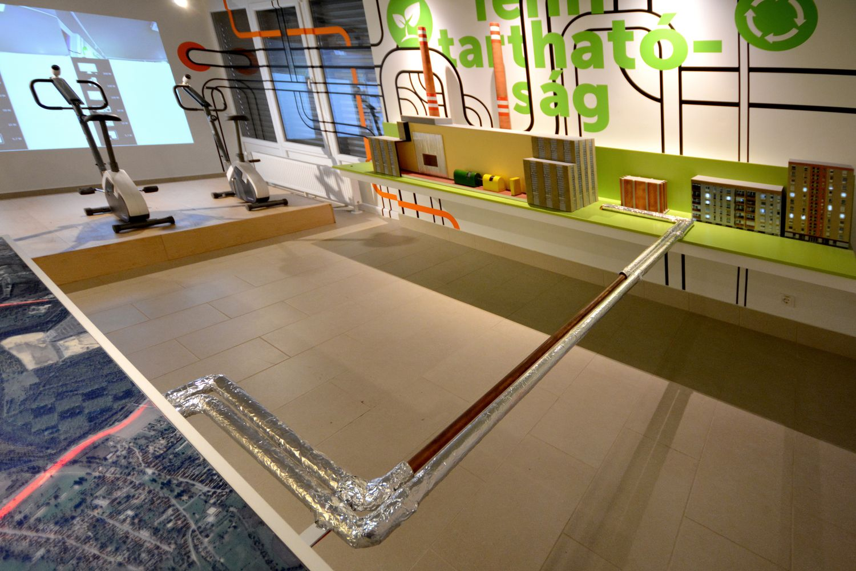 Gombnyomásra elindul az interaktív bemutató. Szalmából így lesz hőenergia és áram a városban