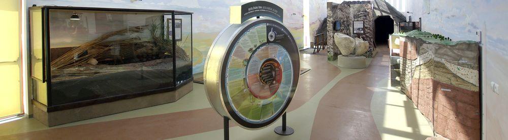 A látogatóközpontba belépőket fogadó kép